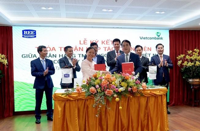 Vietcombank hợp tác REE cấp tín dụng cho nhà máy điện gió