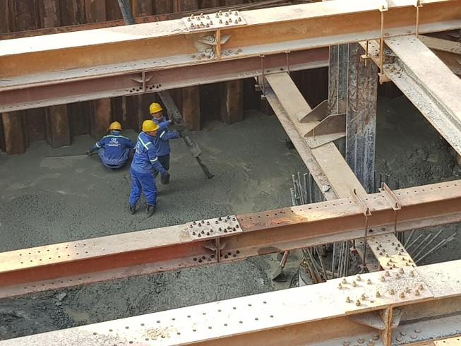 Cận cảnh thi công dự án chống ngập 10.000 tỉ dưới đáy sông