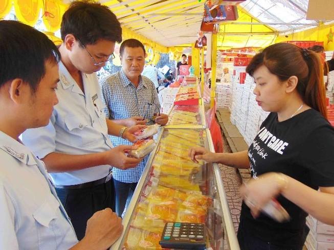 Truy tìm bánh Trung thu 2.000 đồng của Trung Quốc