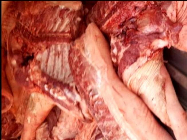 Chợ đầu mối Bình Điền suýt 'hứng' hàng trăm ký thịt heo bệnh