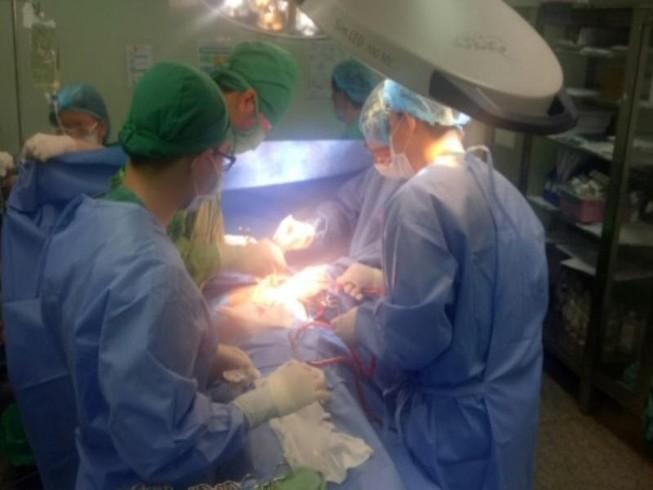 Cứu bệnh nhân thủng tim trước, thủ tục hành chính tính sau