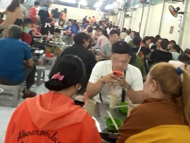 Nhiều tiệm ăn, quán nhậu TP.HCM tuân thủ phòng COVID-19