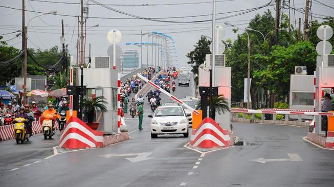 Chính thức tăng phí qua cầu Bình Triệu và xa lộ Hà Nội