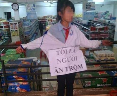 Xôn xao bức ảnh nữ sinh nhỏ tuổi bị trói vì ăn trộm