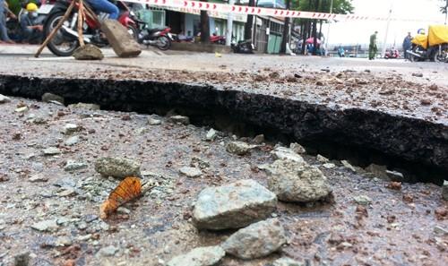 Vụ mặt đường tại trung tâm TP.HCM phát nổ: Giếng thoát nước thành 'bom' khí?