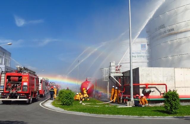 Diễn tập chữa cháy tại kho cảng PV Gas Vũng Tàu