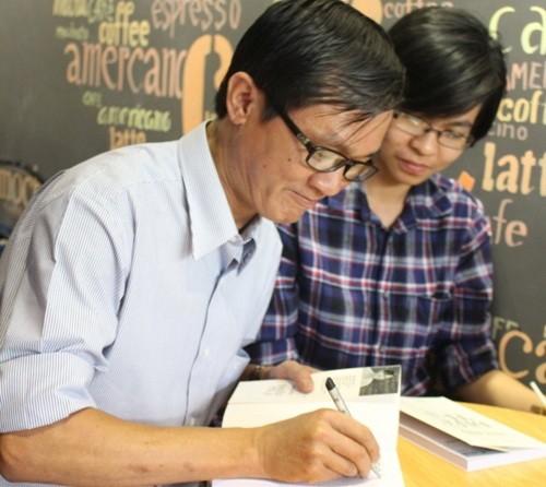 Đông đảo bạn đọc tham dự lễ ra mắt sách 'Nhà báo điều tra'
