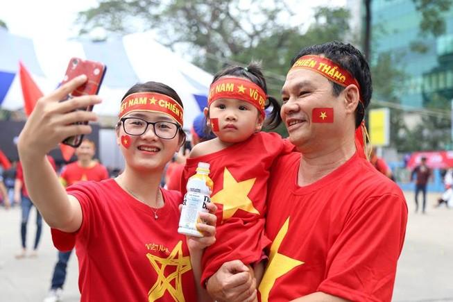 Hàng ngàn CĐV 'tiếp sức' cho đội tuyển U23-Việt Nam