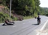 2 mô tô húc văng xe máy quân nhân ở đèo Hải Vân