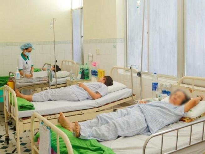 Du lịch Đà Nẵng, 14 du khách Lào nhập viện nghi ngộ độc