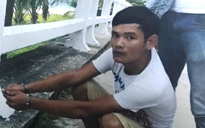 Mẹ ngồi sau xe con trai bị tên cướp giật ví ở Đà Nẵng