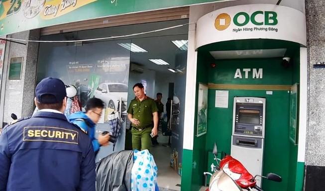 Trụ ATM ngân hàng ở Đà Nẵng bị kẻ bịt mặt cạy phá
