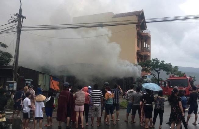 Cháy kèm tiếng nổ lớn trong cửa hàng điện lạnh ở Đà Nẵng