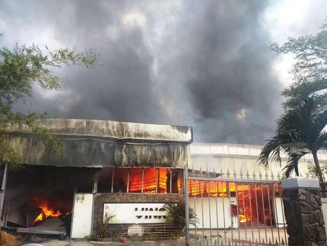 Cháy công ty sát kho gas ở Đà Nẵng