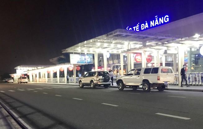 Khách trong diện cách ly lại được đưa ra sân bay Đà Nẵng