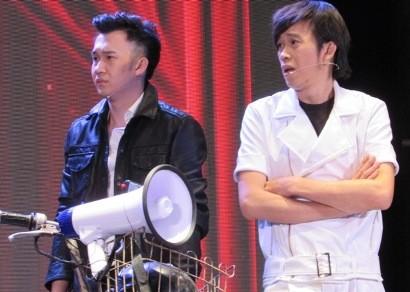 Live show Hoài Linh 'nghẹt' sao