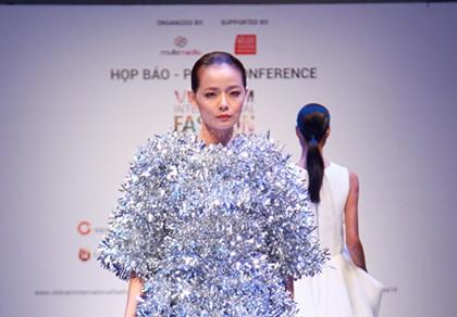 6 nhà thiết kế nước ngoài tại 'tuần lễ thời trang quốc tế Việt Nam'