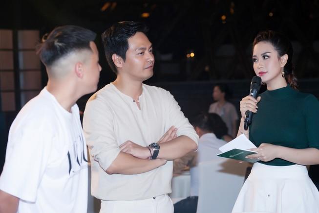 Á hậu Diễm Trang khoe sắc, khoe tiếng Anh