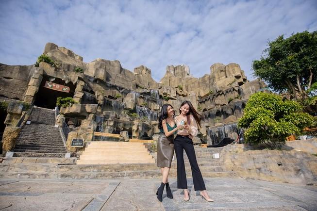 Tân hoa hậu Hoàn vũ Việt Nam và 2 á hậu khoe ảnh đi chơi