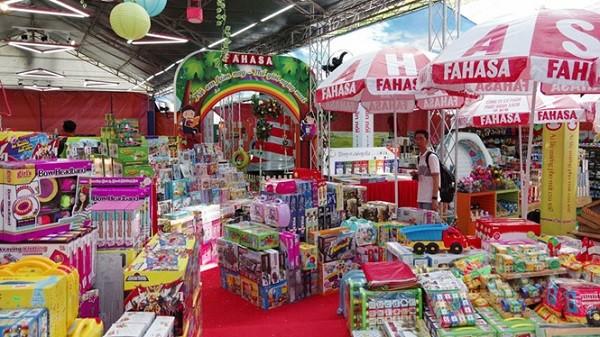 Thị trấn Ánh Sáng của Lễ hội Fahasa tại NVH Thanh niên
