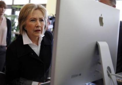 Tin tặc tấn công máy tính đội tranh cử của bà Clinton