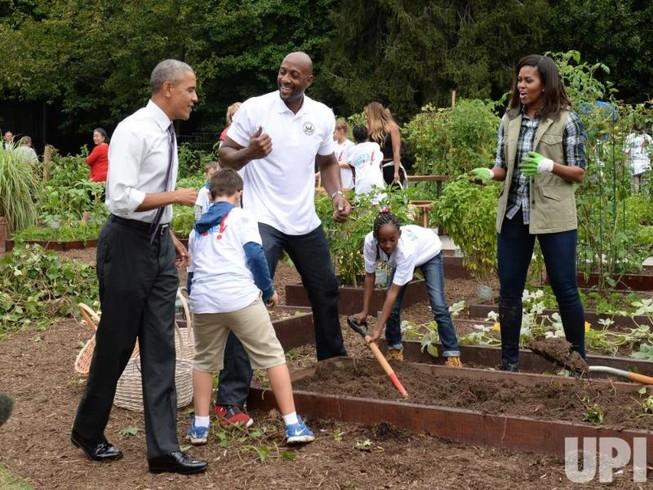 Chùm ảnh: Nhà Obama thu hoạch vườn Nhà Trắng