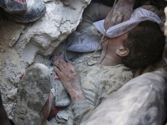 Tang thương Aleppo, 87 người chết vì không kích
