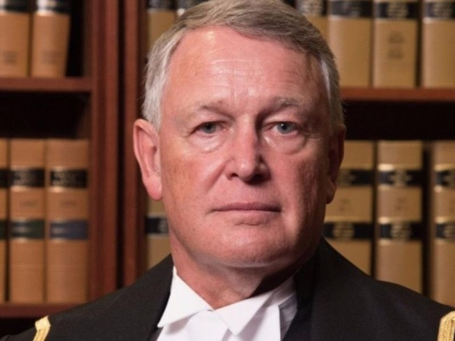Thẩm phán hỏi sốc: 'Bị cưỡng bức sao không khép chân'