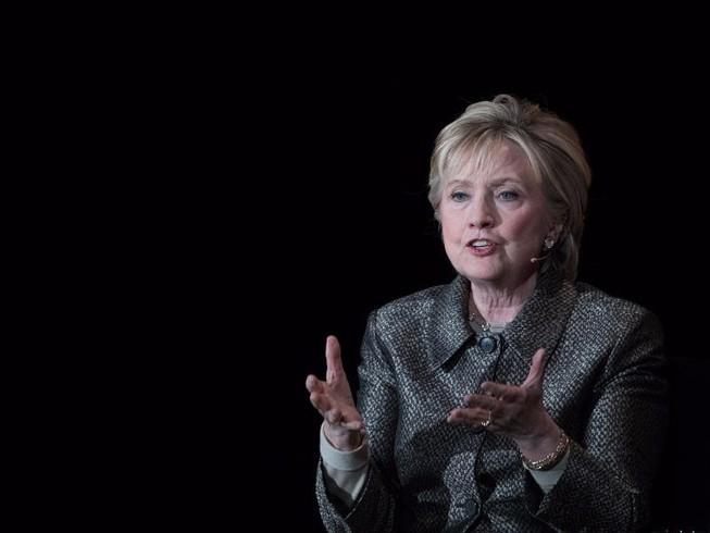 Hillary Clinton: Tại sao tôi thua ông Trump?