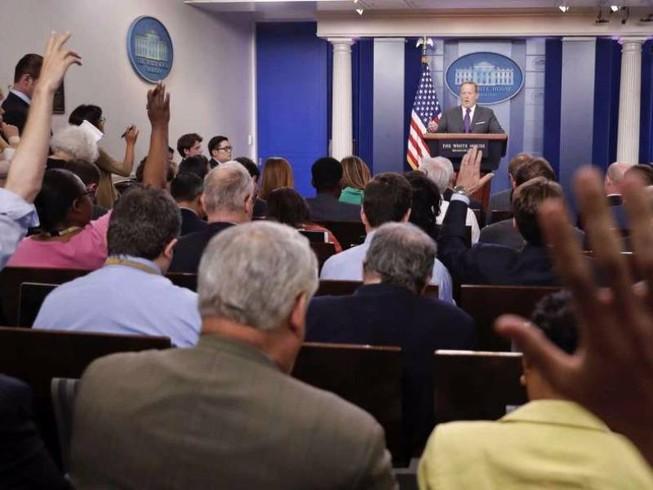 Nhà Trắng lại cấm quay phim khi họp báo