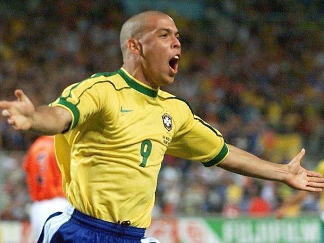 FIFA, 'người ngoài hành tinh' Ronaldo nhắn gì đội bóng nhí?
