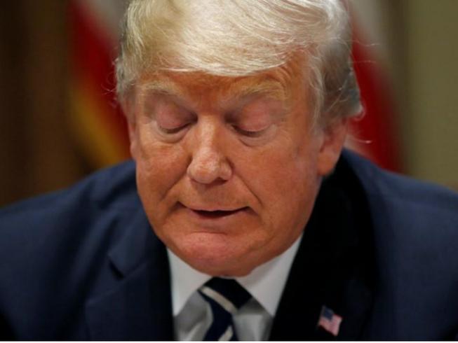 Sau thượng đỉnh với ông Putin, ông Trump càng biện hộ càng rối