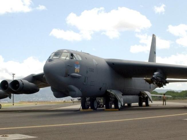 Mỹ đưa máy bay ném bom B-52 đến biển Đông, biển Hoa Đông