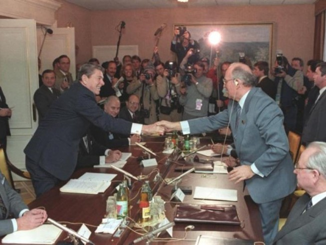 Ông Gorbachev nói gì việc Mỹ muốn rút khỏi hiệp định hạt nhân?