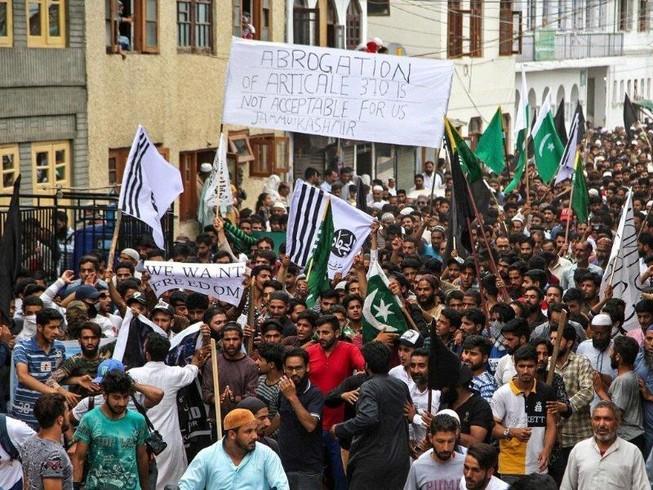 Được Trung Quốc ủng hộ, Pakistan nói sẽ đưa vụ Kashmir lên LHQ