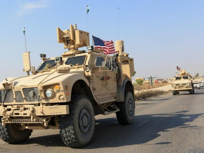 Hình ảnh lính Mỹ bỏ người Kurd Syria sang với người Kurd Iraq