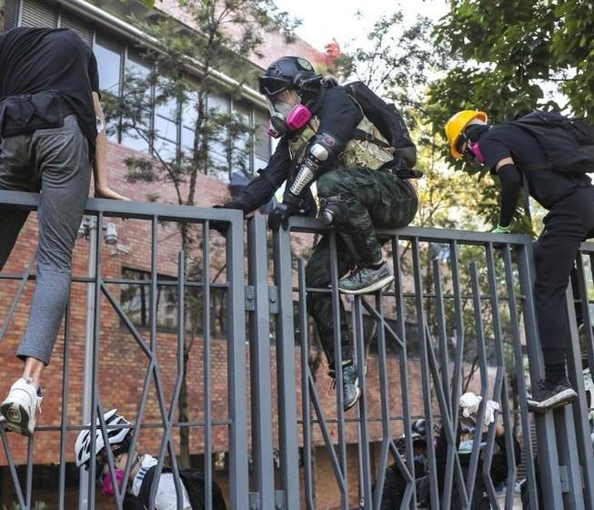 Hong Kong: 200 người biểu tình dưới 18 tuổi được tự do