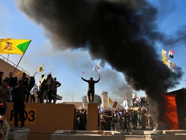 Đại sứ quán Mỹ tại Iraq bị tấn công. Ảnh: REUTERS
