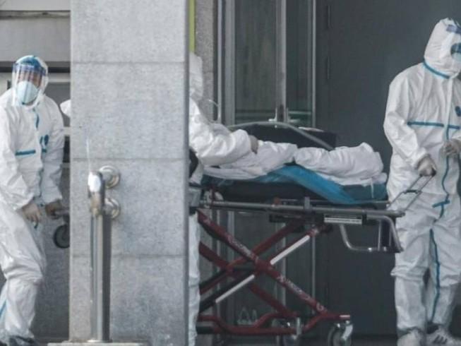 Chăm sóc bệnh nhân nhiễm virus Vũ Hán, tại Vũ Hán (Trung Quốc). Ảnh: AFP