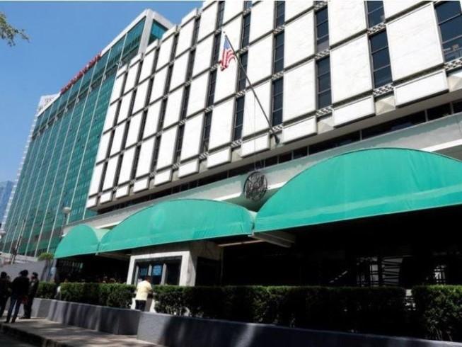 Đại sứ quán Mỹ ở thủ đô Mexico City, nước láng giềng Mexico ngày 17-3. Ảnh: REUTERS