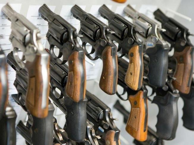 Buôn bán súng đạn đang rất nhộn nhịp tại Mỹ thời dịch COVID-19. Ảnh: DPA