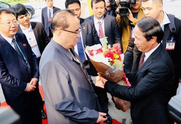 Đoàn đại biểu Triều Tiên thăm Tổ hợp sản xuất ô tô Vinfast