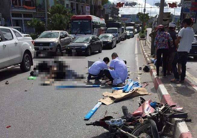 Ô tô khách tông hàng loạt xe máy, ô tô, 5 người thương vong
