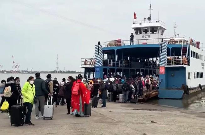 Dừng đón khách Trung Quốc tham quan đảo Cát Bà