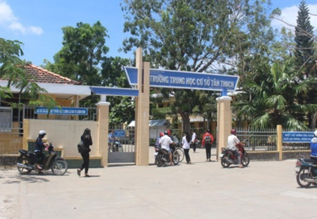 Bộ GD&ĐT yêu cầu báo cáo vụ học sinh bóp cổ cô giáo