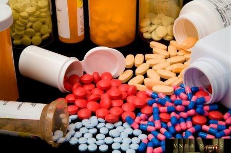 Hoang mang với vaccine, thuốc Trung Quốc dỏm vào VN