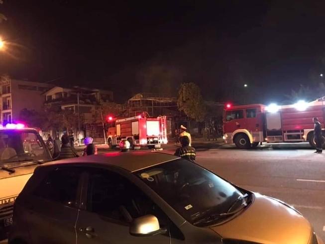 Cháy nhà hàng, 4 người chết thảm