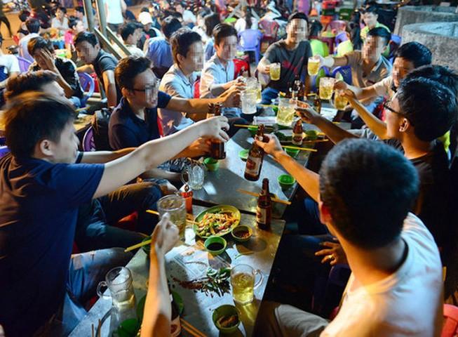 Bộ Y tế: Ngày tết mỗi người chỉ nên uống 2 lon bia 1 ngày