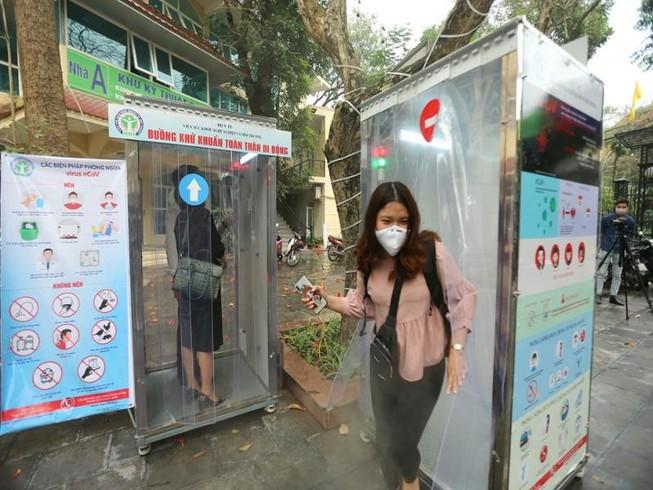 Dịch COVID-19: Bộ Y tế khuyến cáo không dùng buồng khử khuẩn