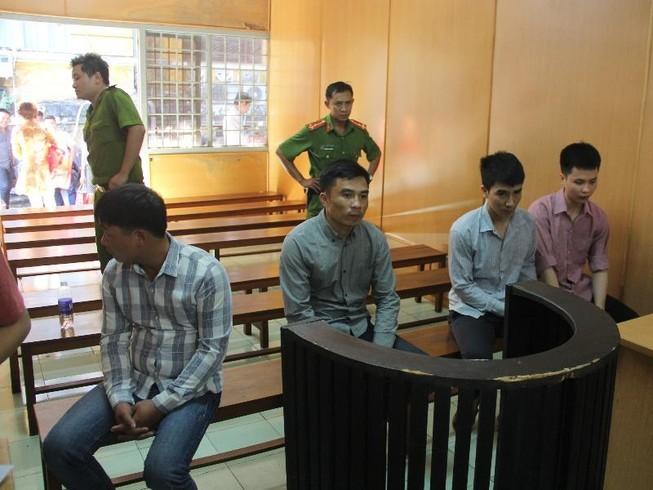 Lừa đảo từ Trung Quốc, 4 người Việt lãnh án